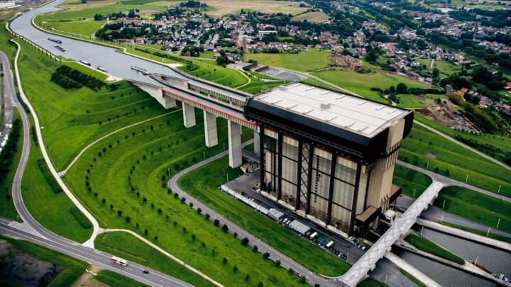XXL-Lift: das Schiffshebewerk Strépy-Thieu des belgischen Canal du Centre