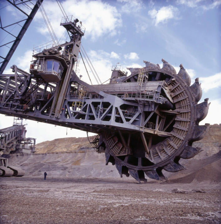 <strong>Open-cast mining Garzweiler (D)</strong><br/>The bucket wheel of the coal excavator has a diameter of 21.60 meters (71 feet). The massive bearings have to be inspected regularly.