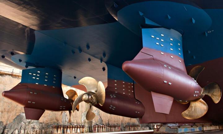 <strong>Singapur (SPG)</strong><br/>Grad schwenkbaren Azipod-Antriebe sind Kreuzfahrtschiffe und andere Riesenpötte enorm wendig. Ist so ein Schiff im Dock, werden die Lagerungen gewechselt.