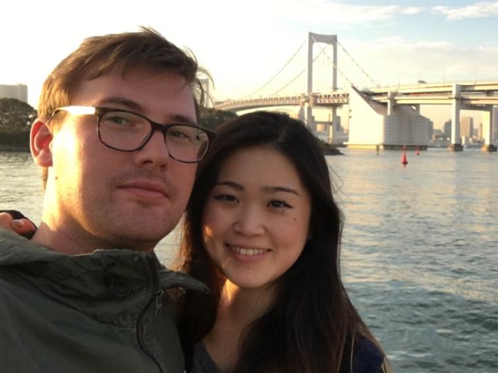 <strong>Ich bin</strong> Christoph Klaar<br/><strong>Ich lebe in Tokio seit </strong>dem 1. Dezember 2016<br/><strong>Bei Schaeffler arbeite ich …</strong> im Projektmanagement im Bereich Getriebeanwendungen. Ich verstehe mich darüber hinaus als Brücke zwischen der deutschen und der japanischen Seite unseres Unternehmens.<br/><strong>Das Besondere an Tokio ist … </strong>dass man in der Stadt aufgrund der guten Organisation und japanischen Mentalität sehr entspannt leben kann. Wo sonst wacht man morgens im 41. Stock auf einer künstlichen Insel mit Blick über die Stadt bis zum Mount Fuji auf? Gemeinsam mit meiner Frau fahre ich gern mit dem Schiff nach Odaiba, eine der Nachbarinseln. Dort sitzen wir gemütlich im Café, gehen einkaufen oder einfach am Strand spazieren.