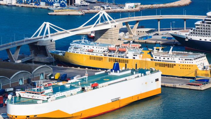 <strong>Barcelona (E)</strong><br/>Die Hafenbrücke ist die weltgrößte Doppelklappbrücke. Die vier Klappendrehpunkte sind mit Großgelenklagern (Bohrung 670 mm) bestückt. Die Anbindungen der hydraulischen Antriebszylinder sind ebenfalls als wartungsfreie Gelenke ausgeführt. Jede Klappe misst 70 Meter und wiegt circa 2.000 Tonnen.