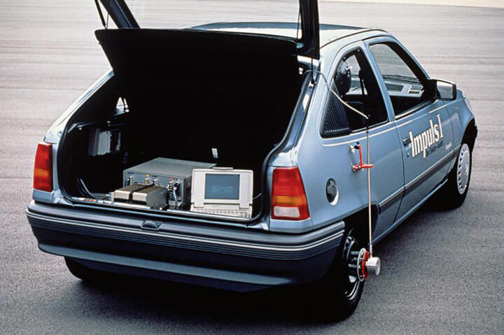 """<strong>1990</strong><br/>Opel converts the top-selling Kadett into the """"Impulse"""" electric vehicle as a pilot project. Powered by a 20-kW high-voltage motor, it reaches 100 km/h (62 mph) and a range of 80 km (49.7 miles). That Schaeffler today achieves output of 20 kW with a<br/>48-volt hybrid shows the progress that has been made in e-mobility in recent years."""